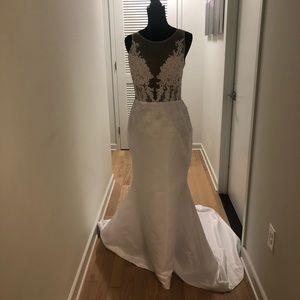Modern affordable wedding gown/lace wedding dress